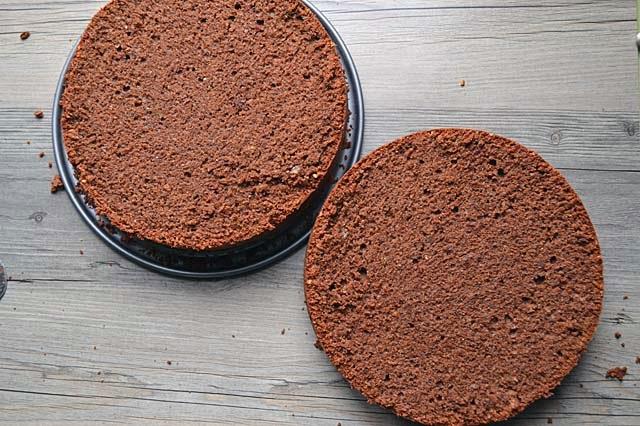Rehrücken-Torte halbieren