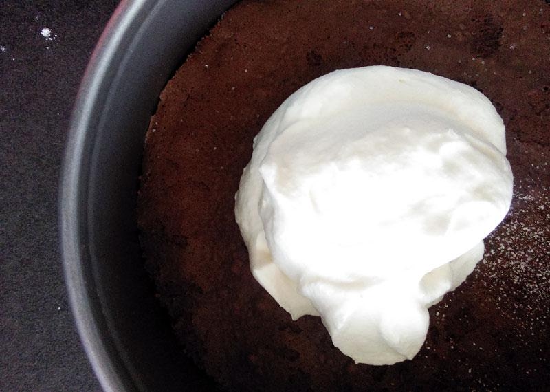selbstgemachte milchschnitten-torte