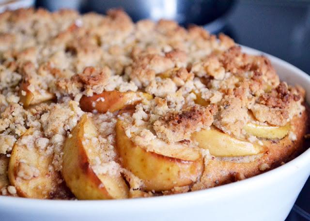 Apfel-Vollkornkuchen mit Nuss und Joghurt